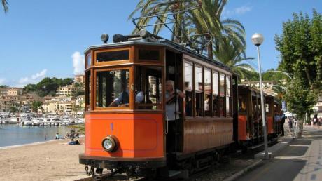 Millionen aus dem EU-Wiederaufbaufonds will Mallorca für den Bau einer neuen Straßenbahn ausgeben. Diese könnte sich die Trasse mit der als «Roter Blitz» bekannten Straßenbahn teilen.
