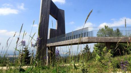 Landschaftskunst: begehbare Gipfelskulptur «Windklang» von Christoph Macke auf dem Erbeskopf.