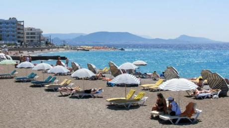 Sonnenbaden auf Rhodos:Griechenland dürfte im Sommer mit das gefragteste Reiseziel im Ausland sein.