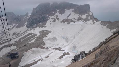Der Gletscher auf der Zugspitze ist mit Schnee bedeckt. In den nächsten Jahrzehnten werden die Gletscher in den bayerischen Alpen wohl verschwinden.