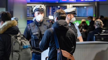 Bundesinnenminister Horst Seehofer will in den Sommermonaten die Kontrollen an Flughäfen und die Überwachung von Quarantäne-Verpflichtungen verstärken.