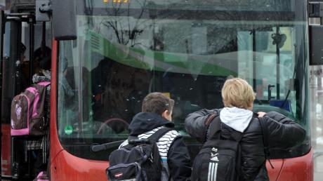 Manche Kinder in der Region sind lange unterwegs, um zur Schule und wieder heim zu gelangen.