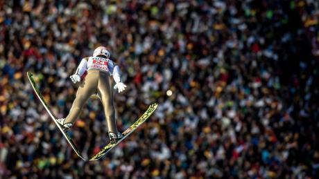 Die Nordische Ski-WM in Oberstdorf soll nicht abgesagt werden. Was die Organisatoren geplant haben.