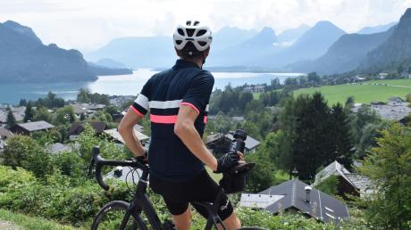 Grund zum Anhalten während einer Fahrrad-Tour: der Blick über St. Gilgen und den Wolfgangsee.