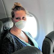 Wie fühlt es sich an, wieder zu fliegen? Unsere Autorin hat den Test gemacht – natürlich mit Maske.