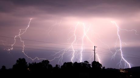 Ein heftiges Gewitter hat in der vergangenen Nacht seine Spuren in Bayern hinterlassen.