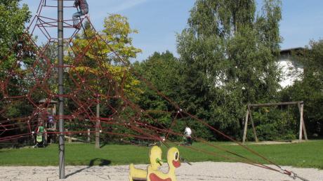 Der Spielplatz am Pfarrer-Bummele-Weg im Süden von Königsbrunn bekommt keinen Asphaltweg