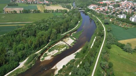 """Das Luftbild zeigtdie Auswirkungen des Projekts """"Wertach vital"""" zwischen Inningen und Göggingen, kurz vor der Wellenburger Allee."""