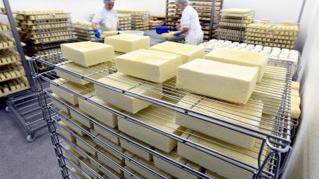 Andere Arbeitszeiten und zum Teil massive Umsatzeinbußen: Auch die Käserei Reißler hat mit Corona zu kämpfen. Für Kunden gibt es eine gute Nachricht.