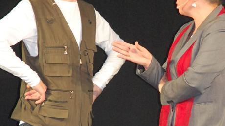 """Luther (Ewald Landgraf) und Achilles (Anne Fehling) im Stück """"Reformator – die Rückkehr""""."""