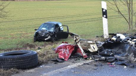 Bei einem Zusammenstoß dreier Autos zwischen Wehringen und Großaitingen wurden am Freitag sechs Personen verletzt.