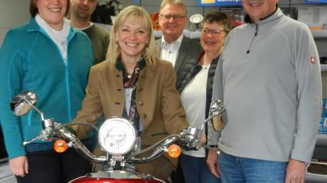 Familienbetriebe wie das Unternehmen Leinauer seien ein Aushängeschild der Gemeinden, stellten in Konradshofen Carolina Trautner und Bürgermeister Robert Wippel fest.