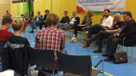 Podiumsdiskussion_U18-Wahl_Ustersbach.jpg