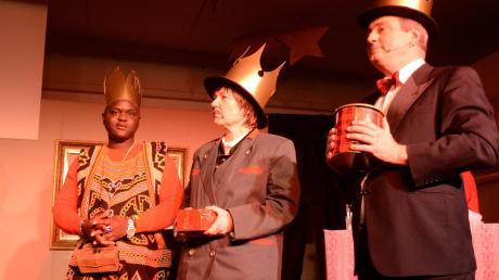 Egbo Ndbuisi aus Nigeria (links) spielte einen der Heiligen drei Könige im Schwabmünchner Kunsthaus.