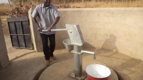 Solche stabilen, wartungsfreien Brunnen sollen mit dem gesammelten Geld gebaut werden.