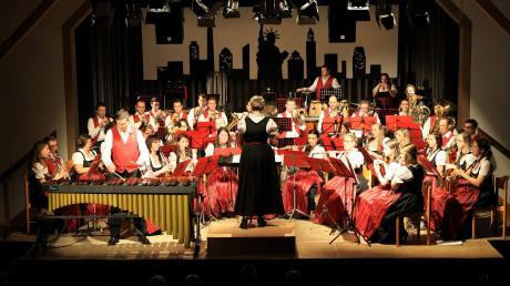 Das symphonische Blasorchester des Musikvereins Obermeitingen spielte an zwei Tagen seine beiden Jahreskonzerte mit einem abwechslungsreichen Programm aus konzertanter und traditioneller Blasmusik sowie Filmhits und bekannten Melodien.