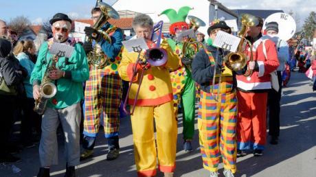Sie sorgten 2018 in Klosterlechfeld für Stimmung - dieses Jahr fällt der Traditionsumzug am Faschingsdienstag aus.
