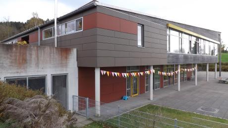 Hier auf der Westseite des Kinderhauses St. Martin in Langenneufnach soll ein Erweiterungsbau entstehen.