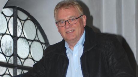 """Seit 30 Jahren kümmert sich Robert Wippel als Kirchenpfleger um """"seine"""" Pfarrkirche St. Peter und Paul in Scherstetten."""