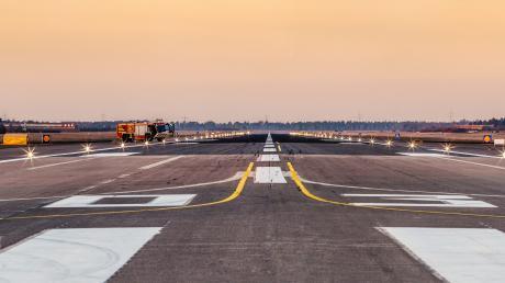 Die Start- und Landebahn muss am Fliegerhorst Lechfeld verbreitert werden. Das ist nur ein Teil der nötigen Baumaßnahmen für den Ausbau zur Airbus-Basis des A400M.