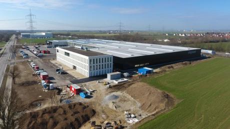 Diese Woche wird auch das neue Bürogebäude des Schweißtischexperten Siegmund nahe der B17 in Oberottmarshausen von den Mitarbeitern bezogen.