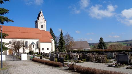 Der Mittelneufnacher Friedhof neben der Kirche soll der Gemeinde übertragen werden.