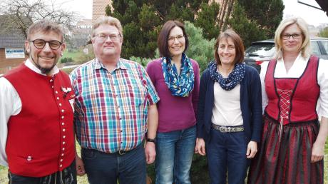 Die Vorsitzenden Manfred Baur (links) und Birgitt Gotthardt (rechts) gratulierten den Probenfleißigsten (von links) Franz Fiedler, Regina Mayer und Sabine Weimann. Nicht auf dem Bild: Jürgen Fiedler.