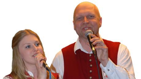 Sangen sich auf Anhieb in die Herzen des Publikums: Ramona Spindler und Dirigent Roland Dworschak.