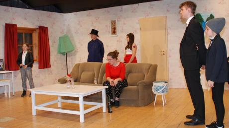 Die Jugendabteilung der Mittelneufnacher Theaterfreunde sucht an diesem Wochenende noch zweimal nach dem verschwundenen Baron Ansgar.
