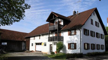 Das Anwesen Kirchberg 1 in Obermeitingen, das die Gemeinde im Jahr 2016 erworben hat, soll künftig als Bauhof genutzt werden.
