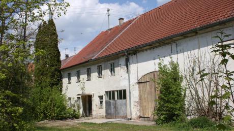 Dieses Gebäude an der Ecke Hauptstraße/Raiffeisenstraße in Kleinaitingen soll abgerissen werden.