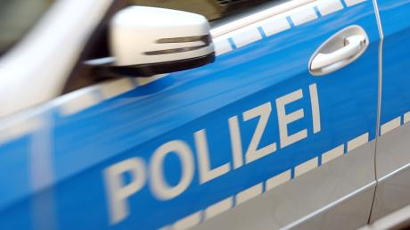 In Langerringen gibt sich ein Fremder als Kriminalbeamter aus. Als der 84-Jährige diesen in das Haus lässt, schleicht sich ein zweiter Mann hinein.
