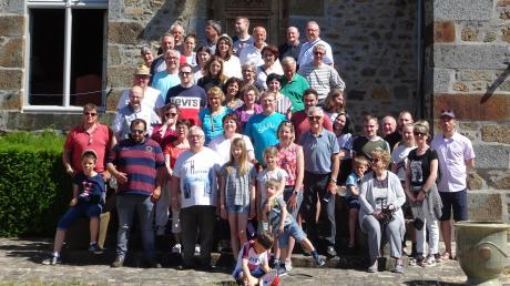 Die Städtepartnerschaft zwischen Walkertshofen und der Gemeinde Oisseau im Departement Mayenne in Frankreich besteht seit 2001, abwechselnd besuchen sich die Einwohner gegenseitig.