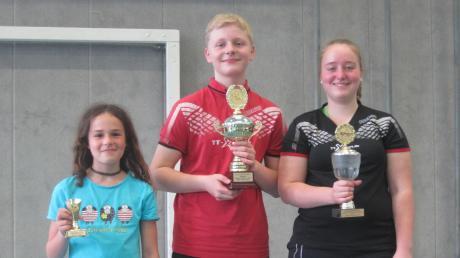 Die jeweiligen Gruppensieger der Vereinsmeisterschaft sind von links Carina Knoll, Daniel Ertel und Julia Kleber.
