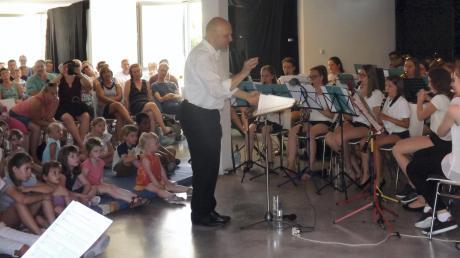 Mit einer beachtlichen Gemeinschaftsleistung führten die Chöre und die Jugendkapelle das Musical auf.