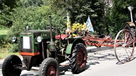 Der Deutz-Traktor aus dem Jahre 1937 gehörte zu den historischen Fahrzeugen.