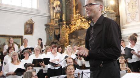 Thomas Becherer vereinigte zwei Chöre und ein Orchester zu einem klassischen Kirchenkonzert.
