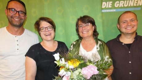 Sie freuen sich über eine gelungene Kandidatenkür (von links): Landtagsabgeordneter Maximilian Deisenhofer, Simone Linke (Kreissprecherin), Silvia Daßler (frisch gewählte Landratskandidatin) und Felix Senner (Kreissprecher). Foto: Elmar Knöchel
