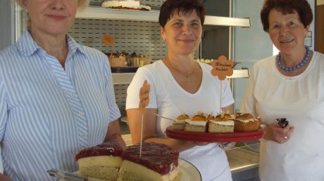 Für viel Aufmerksamkeit sorgten die 28 Kuchen und Torten, die freiwillige Helferinnen für das Annafest bereitstellten.