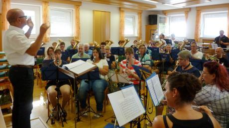 Eine erste Anspielprobe des neuen ASM-Orchesters gab es bereits im Musikerheim Walkertshofen. Hier kommen Musikanten zusammen, die Besonderes spielen und Kontakte über Vereine hinweg knüpfen wollen.
