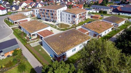 """Ein Luftbild der Wohnanlage """"Betreutes Wohnen Hopfenseestraße 4 und 6"""" in Großaitingen. Özün Keskin wünscht sich mehr Tages- und Kurzzeitpflegemöglichkeiten im Ort."""