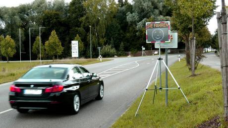 Ein freundliches Gesicht bekommt der Autofahrer zu sehen, der sich an den Wehringer Ortseingängen an die Geschwindigkeitsbeschränkung hält.