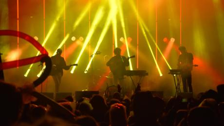 Das Singoldsand kann seit Jahren, was ein gutes Festival können muss: Es bringt gute Bands auf die Bühne und setzt sie in Szene, hier Fil Bo Riva.