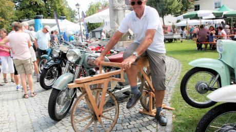 Franz Perzl zog mit seinem Nachbau eines Dreys-Laufrads als Urfahrrad Blicke an.
