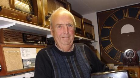 Xaver Seitel ist stolz auf seine private Sammlung an Elektro-Geräten.