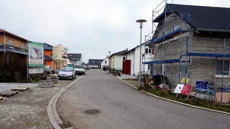 Im November 2017 war ein Teil der Häuser im Wacholderweg noch im Bau, inzwischen sind sie fertig. Nun zeigen sich Probleme mit dem Kanal.