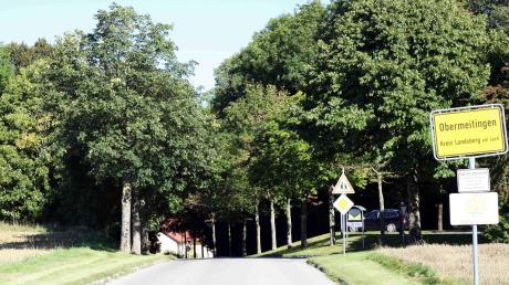 Der Abschlussbericht des interkommunalen Verkehrskonzepts für die Lechfeldgemeinden regt die Gemeinde Obermeitingen zur Optimierung seiner Ortseingänge, wie hier von Langerringen kommend, etwas mit einer Mittelinsel an.
