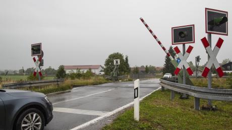 An einem solchen Bahnübergang zwischen Oberottmarshausen und Kleinaitingen gerietein 31-Jähriger auf die Gleise.