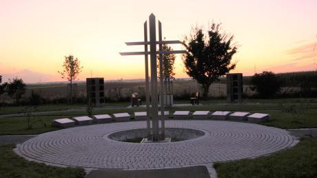 Im neuen Friedhof in Kleinaitingen sind verschiedene Urnenbestattungsformen möglich.