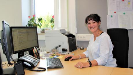 Bosa Rieder fühlt sich an ihrem neuen Platz als Schulleiterin in Großaitingen schonsichtlich wohl.